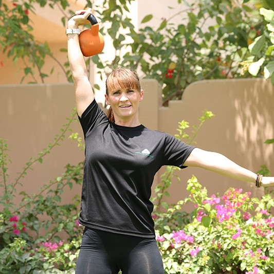 Lynsey Usher - Female Personal Trainer In Abu Dhabi with kettlebells