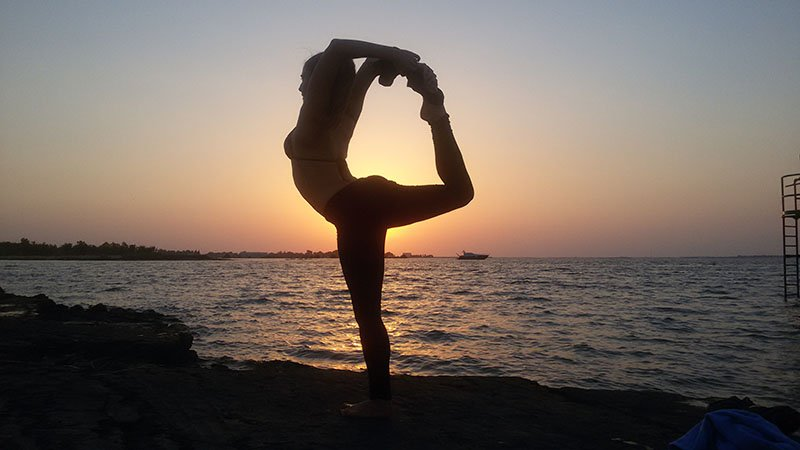 Abu Dhabi Yoga Trainer Leila Knight - Beach Yoga 1