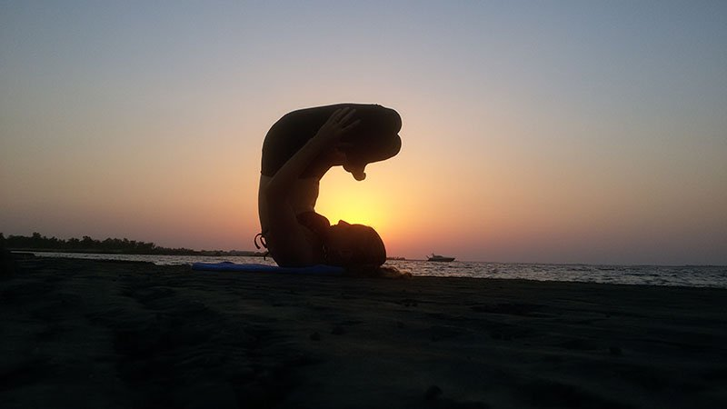 Abu Dhabi Yoga Trainer Leila Knight - Beach Yoga 3