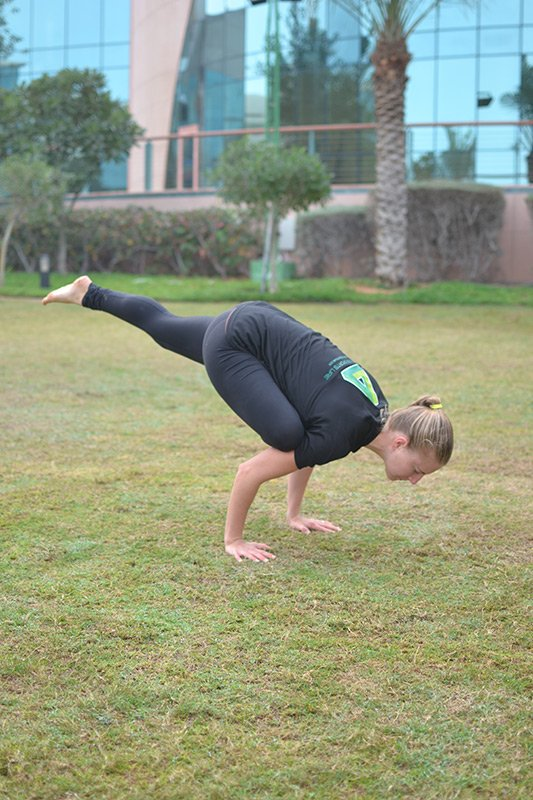 Abu Dhabi Female Personal Trainer Leila Knight - yoga personal training pose 1