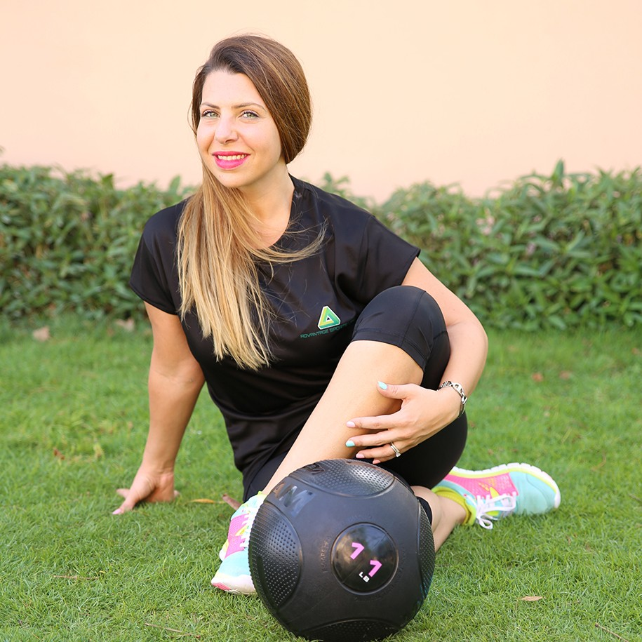 Find and book yoga personal training sessions in Abu Dhabi with a female personal trainer