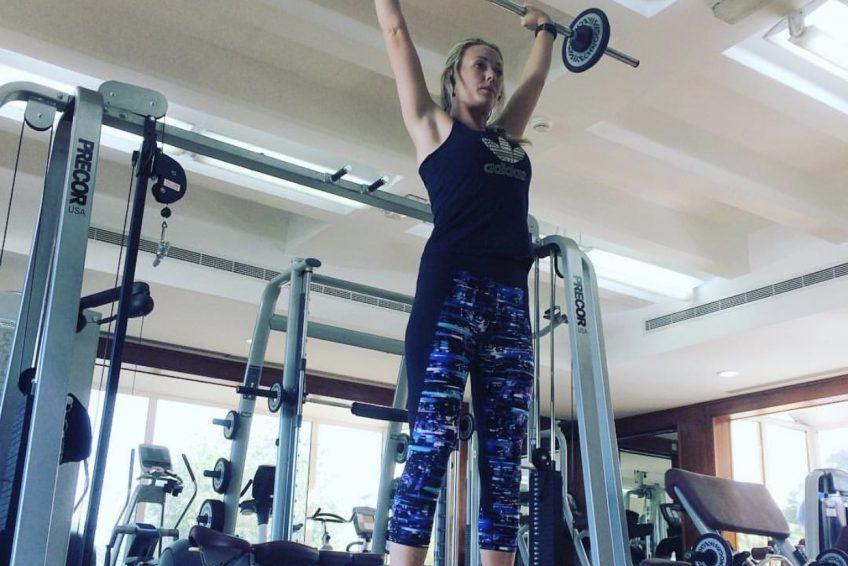 Abu Dhabi Trainer Jess - barbell lift