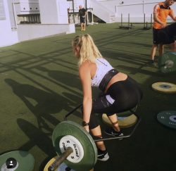 Abu Dhabi Trainer Jess - barbell weight training