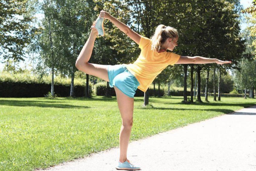 Abu Dhabi Trainer Jess - yoga training outdoors