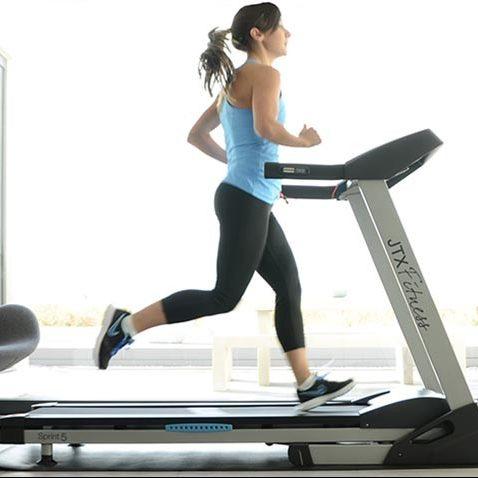 uae personal trainers women on treadmill