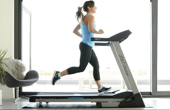 uae personal trainers women on treadmill
