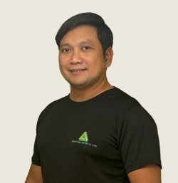 personal and group swimming lessons coach in Abu Dhabi - Cris Reyes