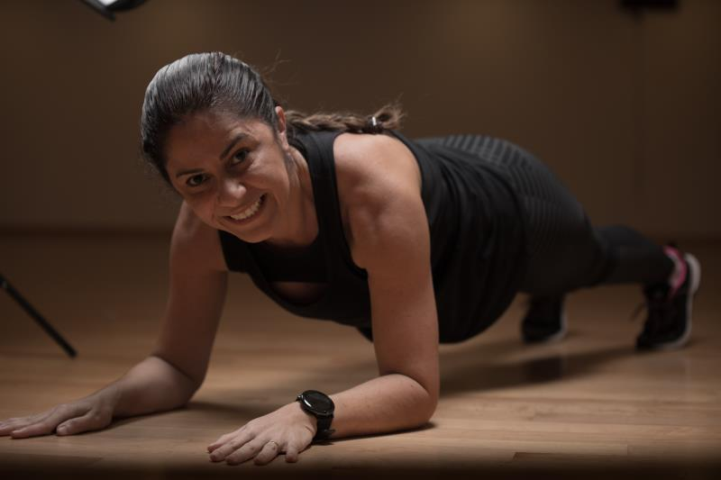 female personal trainer & fitness coach in Abu Dhabi UAE doing plank - Fernanda