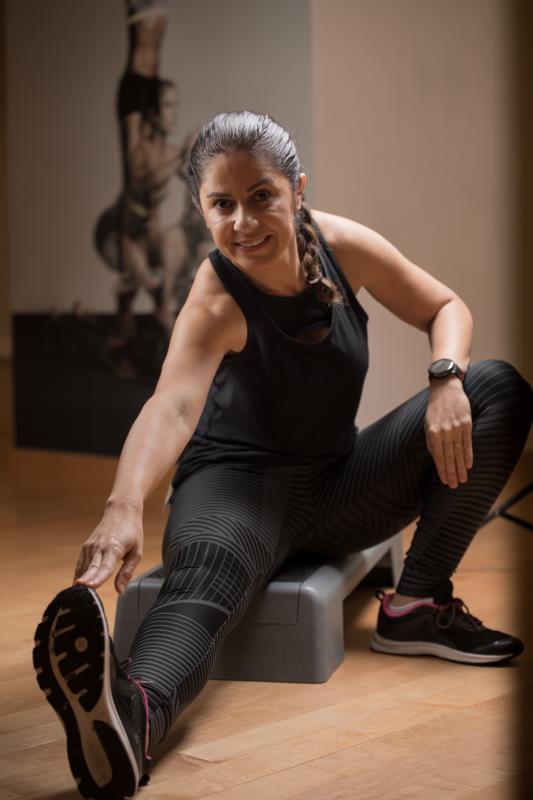 female personal trainer & fitness coach in Abu Dhabi UAE doing stretch - Fernanda