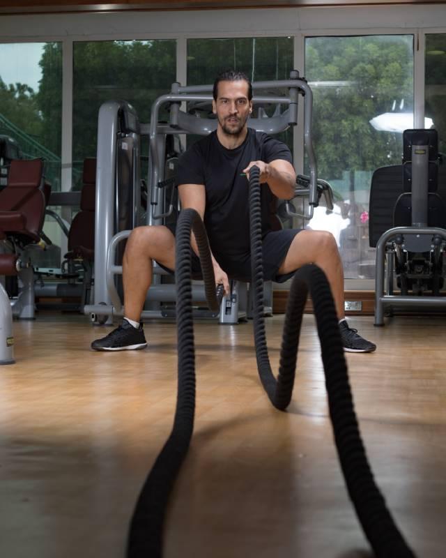Abu Dhabi Boxing Coach & Personal Trainer Leo - battle ropes 3