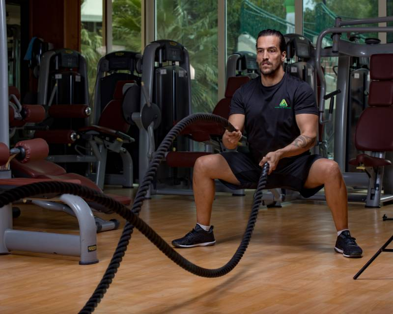 Abu Dhabi Boxing Coach & Personal Trainer Leo - battle ropes