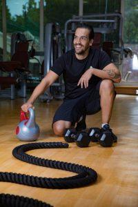 Abu Dhabi Boxing Coach & Personal Trainer Leo - kettlebell training