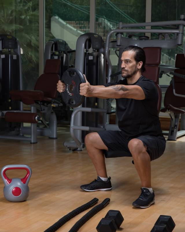 Abu Dhabi Boxing Coach & Personal Trainer Leo - squats 2