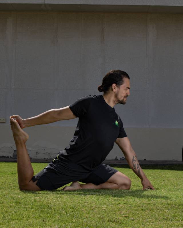 Abu Dhabi Boxing Coach & Personal Trainer Leo - yoga poses 2