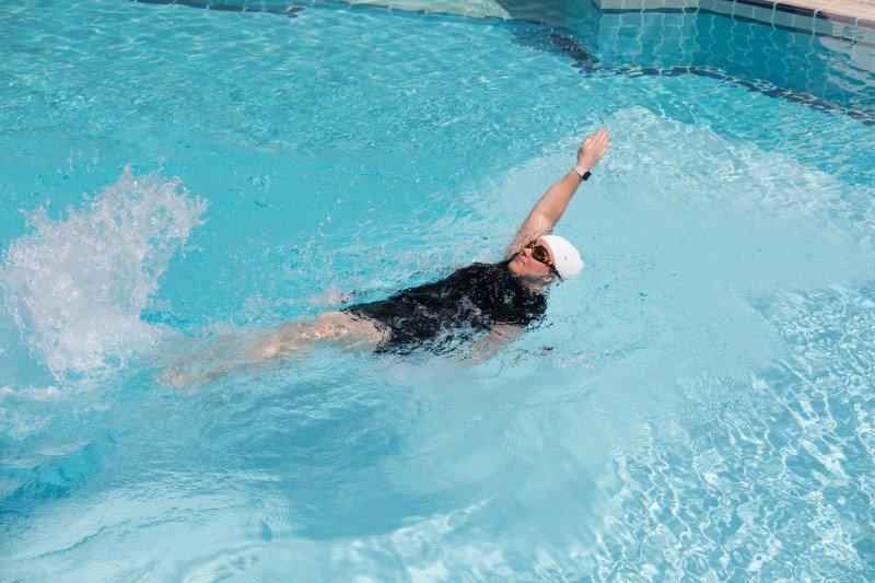 Abu Dhabi swim coach for kids - beverley