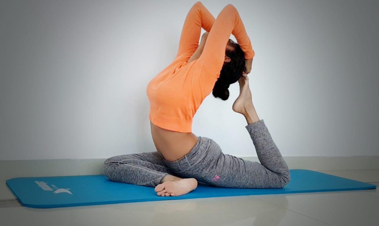 Abu Dhabi Yoga Coach Shweta - Ardha kapotasana -half pigeon pose 2