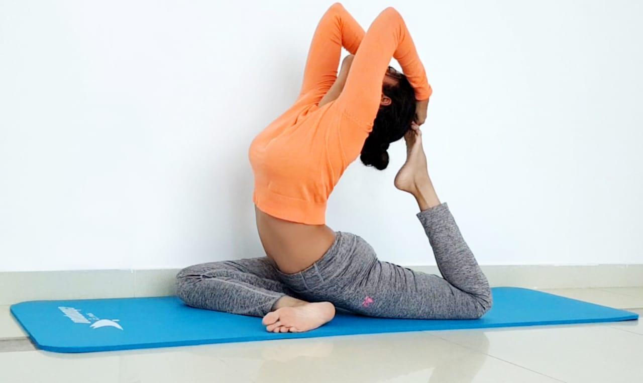 Abu Dhabi Yoga Coach Shweta - Ardha kapotasana -half pigeon pose