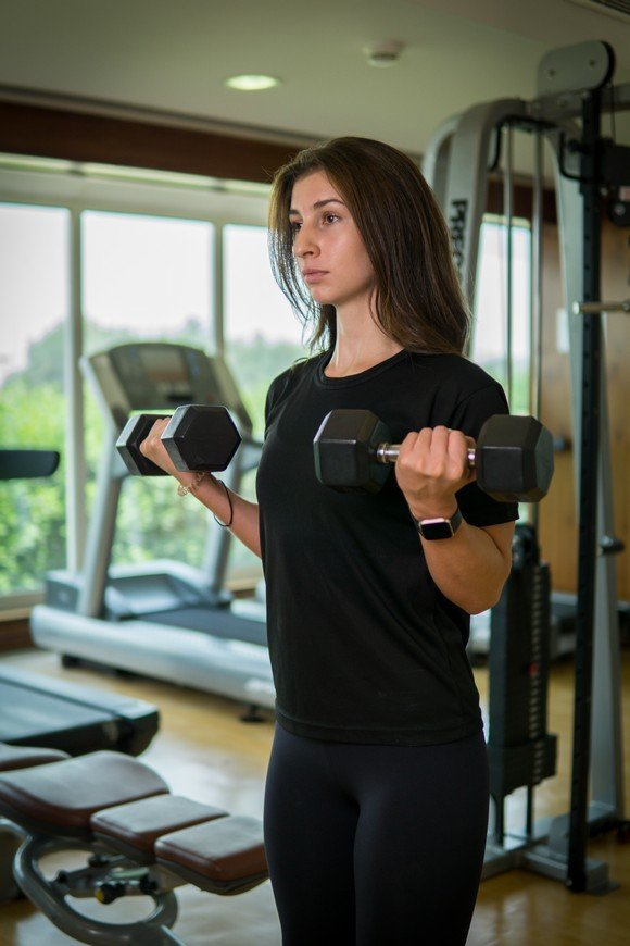 Vanessa - Abu Dhabi Trainer Working Out With Dumbbells 4