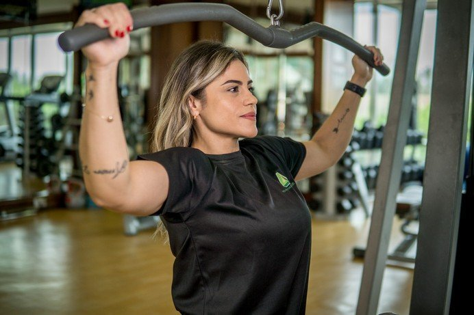 Abu Dhabi Female PT Pollyana - Lat Pull Down Training Equipment