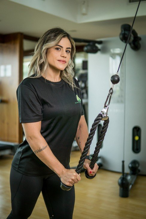 Abu Dhabi Female PT Pollyana - TRX Training Equipment For Muscle Toning 1