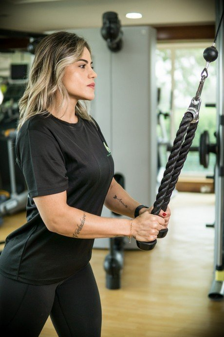 Abu Dhabi Female PT Pollyana - TRX Training Equipment For Muscle Toning 2