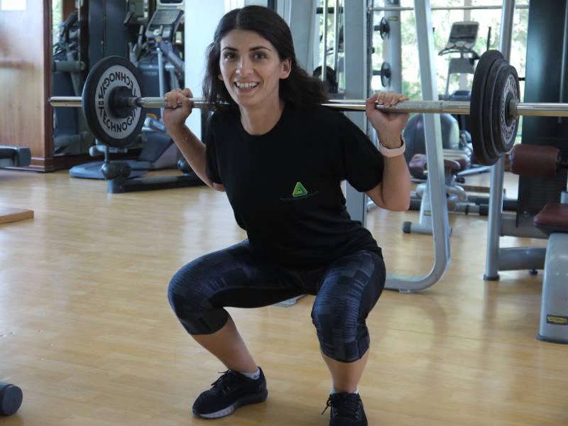 abu dhabi female fitness personal trainer nermin barbell training