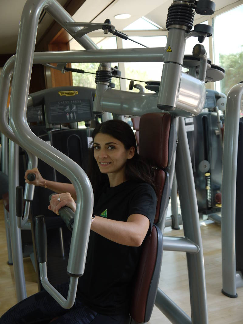 abu dhabi female fitness personal trainer nermin weight training in the gym