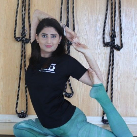 Yoga - meditation - tai chi coach in Dubai - poonam