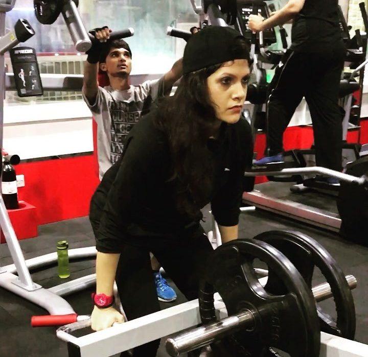 Female PT In Dubai - Weight Training With Tasneem