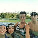 Group swimming lessons in Dubai with swimming PT alisa