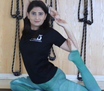 Yoga - meditation - tai chi coach in Dubai - poonam