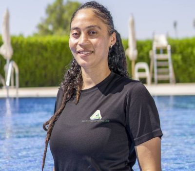 private and group swimming lessons in Abu Dhabi with coach Tiyana